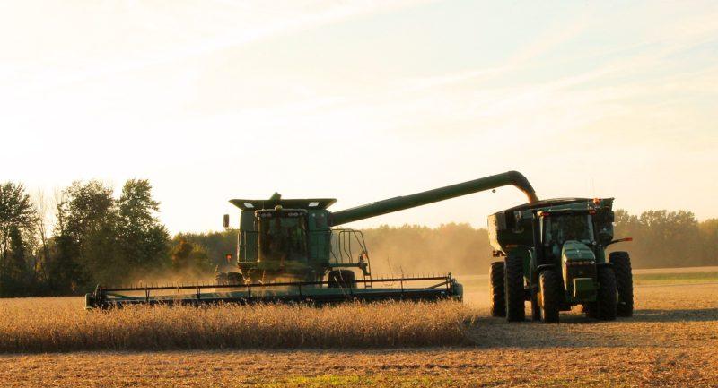 大豆の収穫機